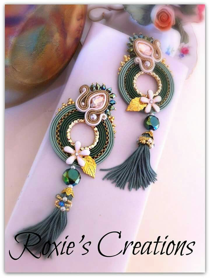https://www.facebook.com/Roxies-Creations-1425843984294757/