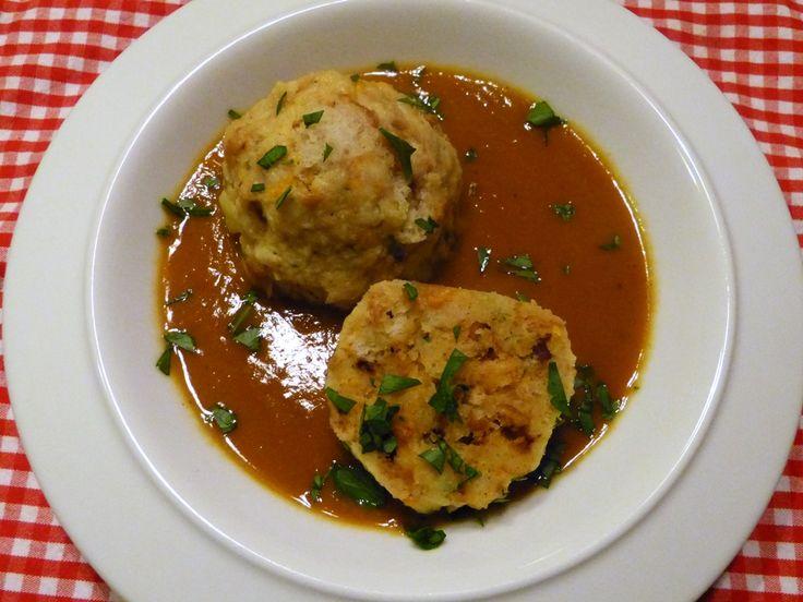 wolpertinger-knödel mit Veggie-Sauce