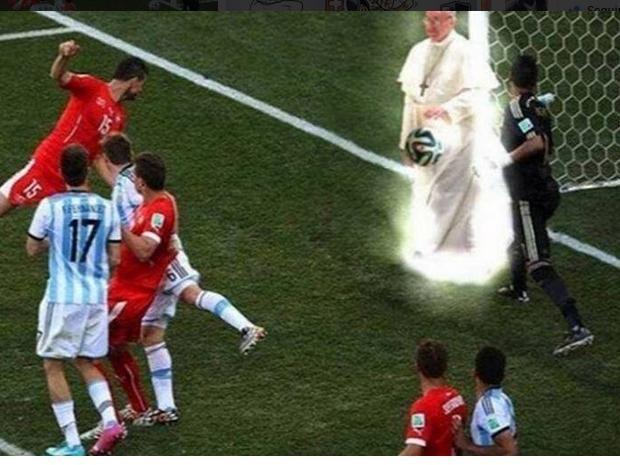 Argentina vs. Suiza: Memes del papa Francisco remecen redes sociales (FOTOS)