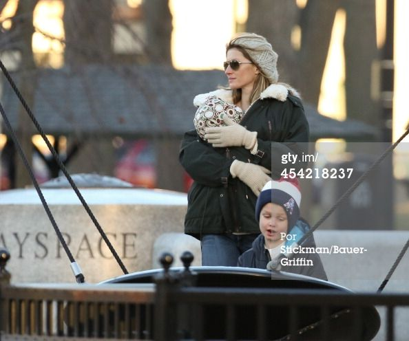 Gisele Bundchen and Vivian Brady with John Moynahan are seen on December 07, 2013 in Boston, Massachusetts. (Photo by Stickman/Bauer-Griffin/GC Images)