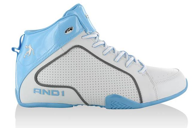 And1 Assult mid. Hvit/Carolina. Pris kr. 800