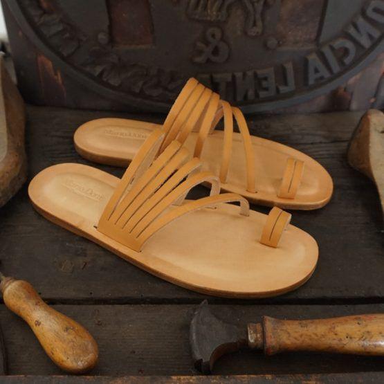 Sandali Artigianali da Donna in Cuoio e Vera Pelle al Vegetale Handcrafted woman Sandals natural tanned leather Handgefertigen naturgegebertes Leder DamenSandalen #naturali #verapelle #cuoio