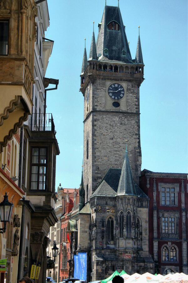 http://guias-viajar.com/chequia/ Torre del antiguo Ayuntamiento en la plaza de la Ciudad Vieja de Praga