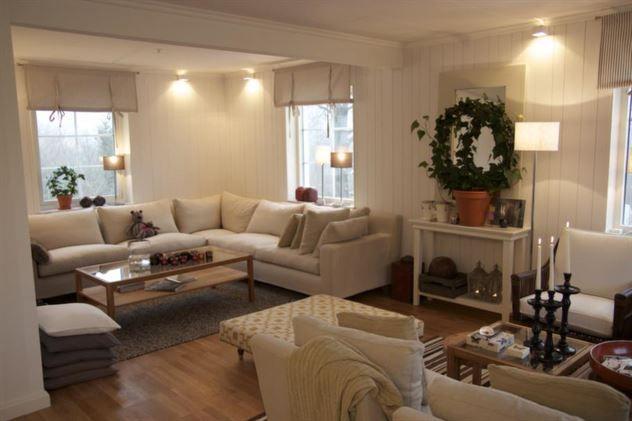 Tv-del vardagsrum. Stor rymlig soffa!