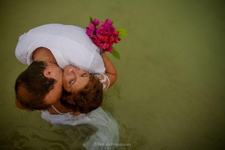 Wedding day photoshoot in baru island - Colombia #beachwedding #weddingday #weddingdress #weddingdestination #weddingphoto