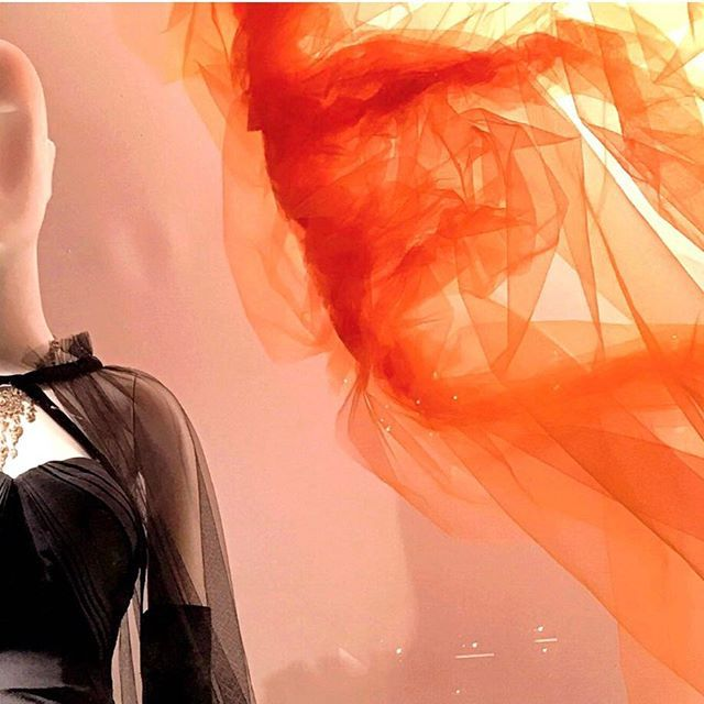 """""""【🇺🇸New York🗽】夜のバーグドルフ・グッドマンへようこそ❤️ 映画にもなった名物のショーウィンドウはとても勉強になります。 優雅で昔から夢のいっぱい詰まった五番街の老舗デパート💓ファッション好きにはたまりません💓 . . #newyorkfashion #burgdorfgoodman #ショーウィンドウ #fashion  #5thavenue #newyorklife #newyorkcity #newyorker  #女子旅 #海外旅行 #ニューヨーク#トラベラー#travelblogger #旅 #instatravel #traveling #luxurylife #onlinebusiness #millionare #millionaremindset #worldventures #travelingram #funtotrip  #genic_mag #photooftheday #tabijyo #followme #instagood #love #女子旅行"""" by @mylife_nyc. #pic #picture #photos…"""