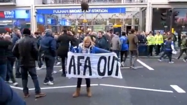 Rafa Benitez out! Chelsea fans don't like Rafa!