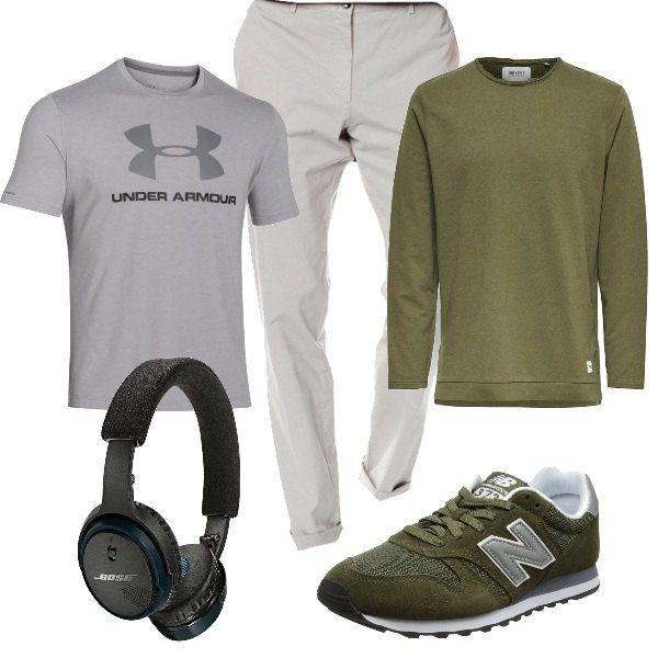 Per il tempo libero del papà: T-shirt grigia, pantaloni di cotone sempre grigi, leggermente elasticizzati, maglione di felpa verde, sneakers abbinate e cuffie bluetooth on ear.