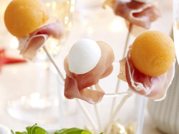 Meloen-mozzarellabolletjes met ham
