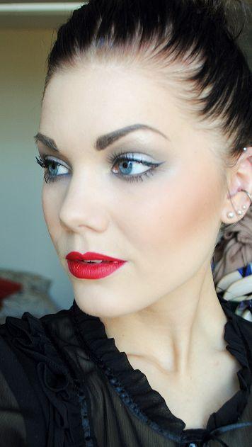 so pretty: Red Lipsticks, Beautiful Makeup Faces, Makeup Tools, Eye Makeup, Cat Eye, Wings Eyeliner, Gorgeous Makeup, Makeup Eye, Beautymakeup Faces