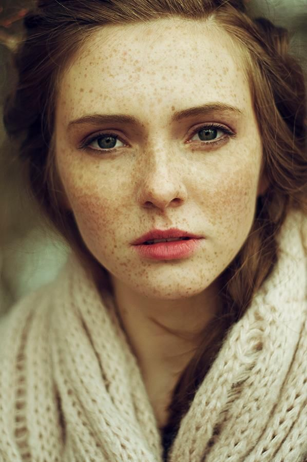 candystorecollective.com >> she looks like september.// freckles. love freckles.
