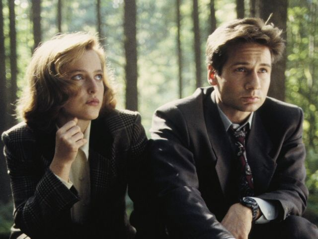 """Scully and Mulder from """"The X-Files"""" played by Gillian Anderson and David Duchovny"""