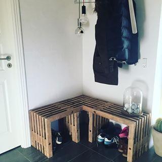 Special lavet trallebænk. Ser bare fedt ud med sådan en hjørnebænk #interiorstyling #interiors #interior4all #boligindretning #boliginspiration #trallebænk #rustikadesign #interior #interiordesign #boliginspiration #bænk #bench #furnituredesign #recycledwood #interior2you #interior4you #interiorstyle #rustic #scandinaviandesign #nordiskdesign #nordiskstil #special #hjørnebænk