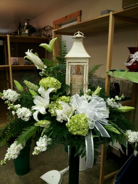 Funeral arrangement-Love everything about this except for the bow