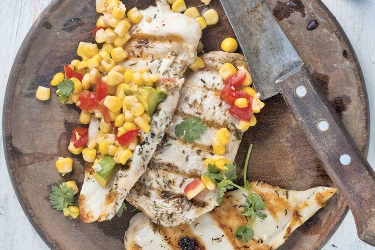 Kijk wat een lekker recept ik heb gevonden op Allerhande! Gegrilde kip met avocado en mais