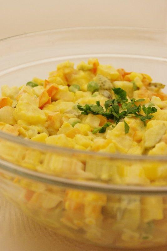 """Vánoční """"bramborový"""" salát bez brambor, vajec a majonézy » Jíme Jinak"""