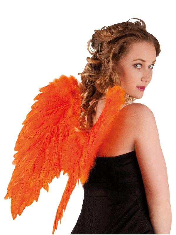 Oranje engelen vleugels 50 x 50 cm. Prachtige oranje vleugels, gemaakt van echte veren. Een leuke toevoeging aan een engeltjes of cupido kostuum. Formaat: ongeveer 50 x 50 cm.