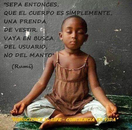 Sepa entonces que el cuerpo es simplemente una prenda de vestir, vaya en busca del usuario, no del manto. Rumi #frases #citas