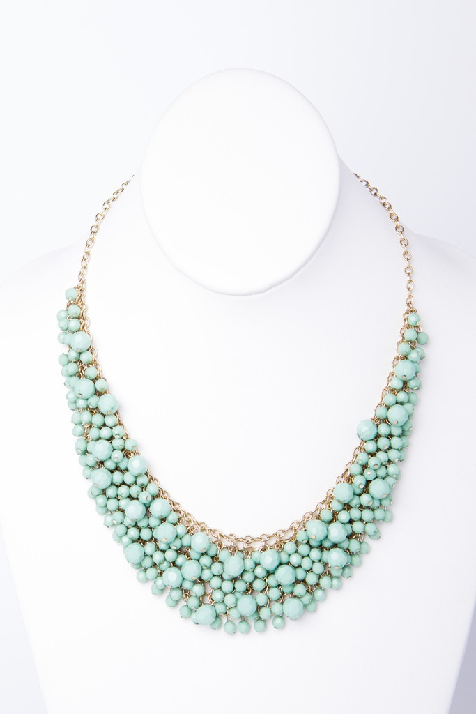 Cute faceted bead necklace in mint.  Also comes in coral.  $40 from a-thread.  Love!