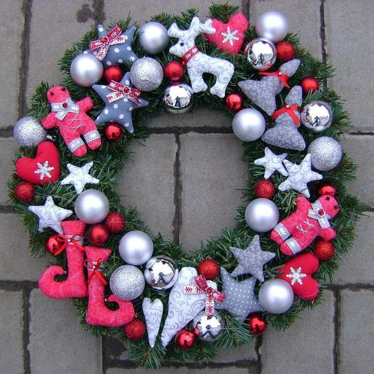ušila som si vianočný veniec na dvere