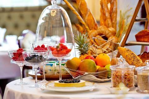 Réservez votre table au restaurant gastronomique de la Grande Maison à Bordeaux tenu par le Chef étoilé Pierre Gagnaire et auparavant par Joël Robuchon
