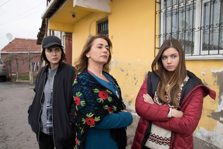 Star Tv'nin yeni dizisi 'Fazilet Hanım ve Kızları'nın ilk tanıtımı yayınlandı  Nazan Kesal, Deniz Baysal, Afra Saraçoğlu