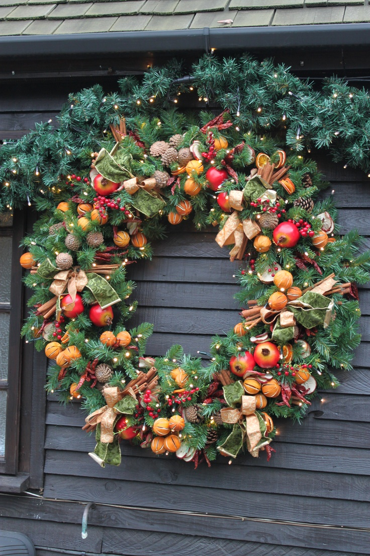 A giant wreath for St George's Hill Residents' Association