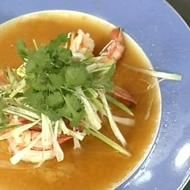 Chef Kylie Kwong's Steamed prawns with ginger and spring onions  For the prawns        16 raw king prawns      75 ml water      75 ml rice wine      4 cm ginger, shredded    To serve        40 g spring onions, finely sliced      1 tsp sugar      2 tbsp light soy sauce      1/4 tsp sesame oil