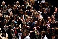 De kaartverkoop voor de finales van de vioolconcoursen Oskar Back en Davina van Wely in Het Concertgebouw is in volle gang. Zorg dat je erbij bent: de finale Davina van Wely op 19 april in de Kleine Zaal en de finale van Oskar Back op 28 april in de Grote Zaal. Voor jongeren zijn er speciale, zeer hoge kortingen. De finales kosten € 12,50 (Oskar Back) en € 15,-/€ 12,50 (Davina van Wely). Koop je ticket hier: https://shop.ticketscript.com/channel/web2/start-order/rid/Z2SADBK6/language/nl