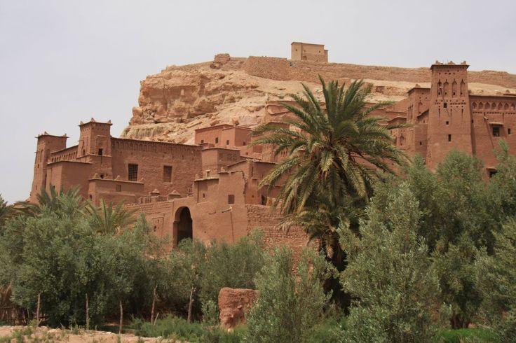Uma das arquitecturas típicas do centro de Marrocos são os Kasbahs, uma espécie de casa fortificada de origem berbere. As populações utilizavam-nas para se abrigarem, a si e aos seus animais, das intemperides do clima e de outras ameaças. Estes edifícios, bastante imponentes, apresentam uma planta quadrada em que os quatro cantos tem torres. Na …
