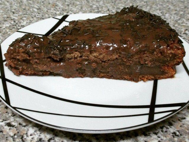 Fatia de bolo brigadeiro