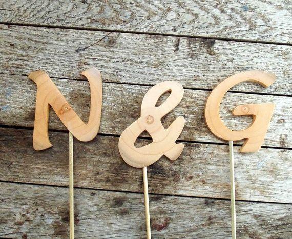 Γεια, βρήκα αυτή την καταπληκτική ανάρτηση στο Etsy στο https://www.etsy.com/listing/169332689/new-initials-wedding-cake-topper