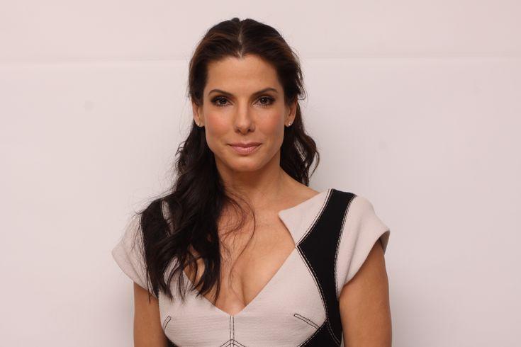 http://www.goldenglobes.org/wp-content/uploads/2011/01/Sandra-Bullock-103009-H1.jpg
