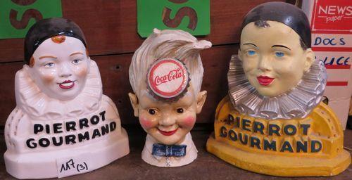 Lot de 3 effigies publicitaires : une tirelire Coca Cola et 2 porte-sucettes Pierrot Gourmand. - Ader - 22/09/2014