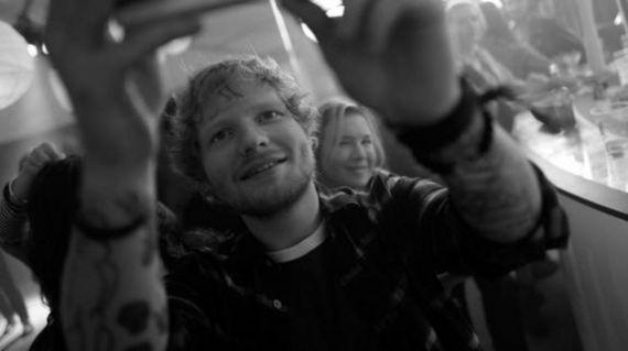 """Ed Sheeran fará participação em novo filme da série """"O Diário de Bridget Jones"""" #Ator, #Atriz, #EdSheeran, #Filme, #Instagram, #Novo http://popzone.tv/2015/11/ed-sheeran-fara-participacao-em-novo-filme-da-serie-o-diario-de-bridget-jones.html"""