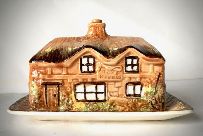 PRICE BROTHERS COTTAGE WARE CHEESE BUTTER DISH | 1930's | Kensington England | @catawiki Auctions by #Decaders