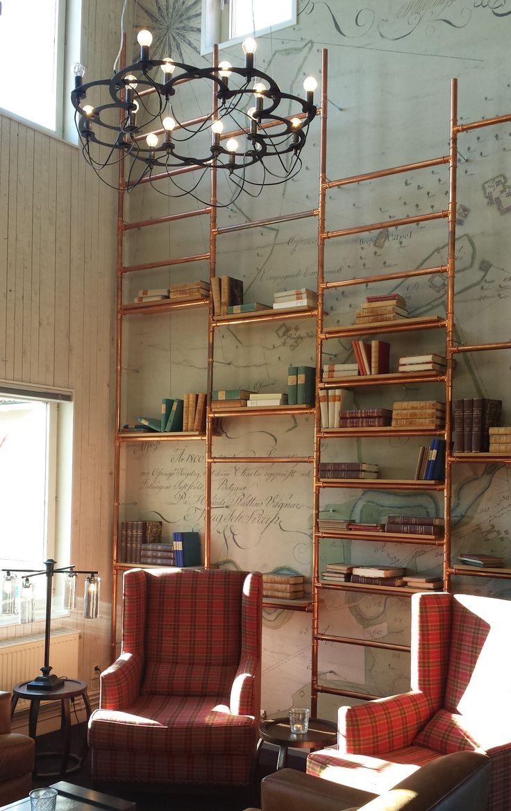 Kopparrör bokhylla