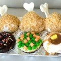 @Vivian Dony Dony Aparicio: a southern meal in cupcake form...heaven!      http://www.lovelyish.com/755123961/14-cupcakes-disguised-as-food/