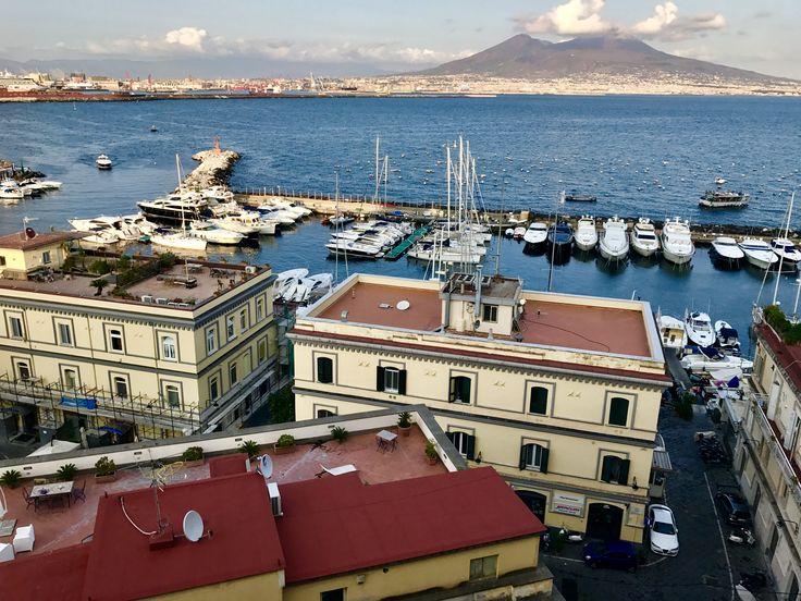 Naples !!  #baiedenaples #napoli #vesuvio #volcano #volcan #sea #italia #italie  Blog : comingto.town