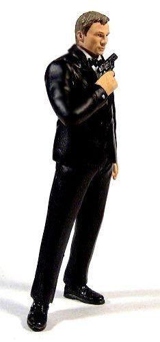 DANIEL CRAIG 1:18 - SMOKING NEGRO  DESCRIPCIÓN DEL PRODUCTO Bondcollection presenta esta figura de accion de exclusiva Daniel Craig como James Bond en la escena final de Casino Royale. La figura esta en escala 1:18. Se ha respetado hasta el mas minio detalle en el smoking. Un producto unico de Bondcollection!