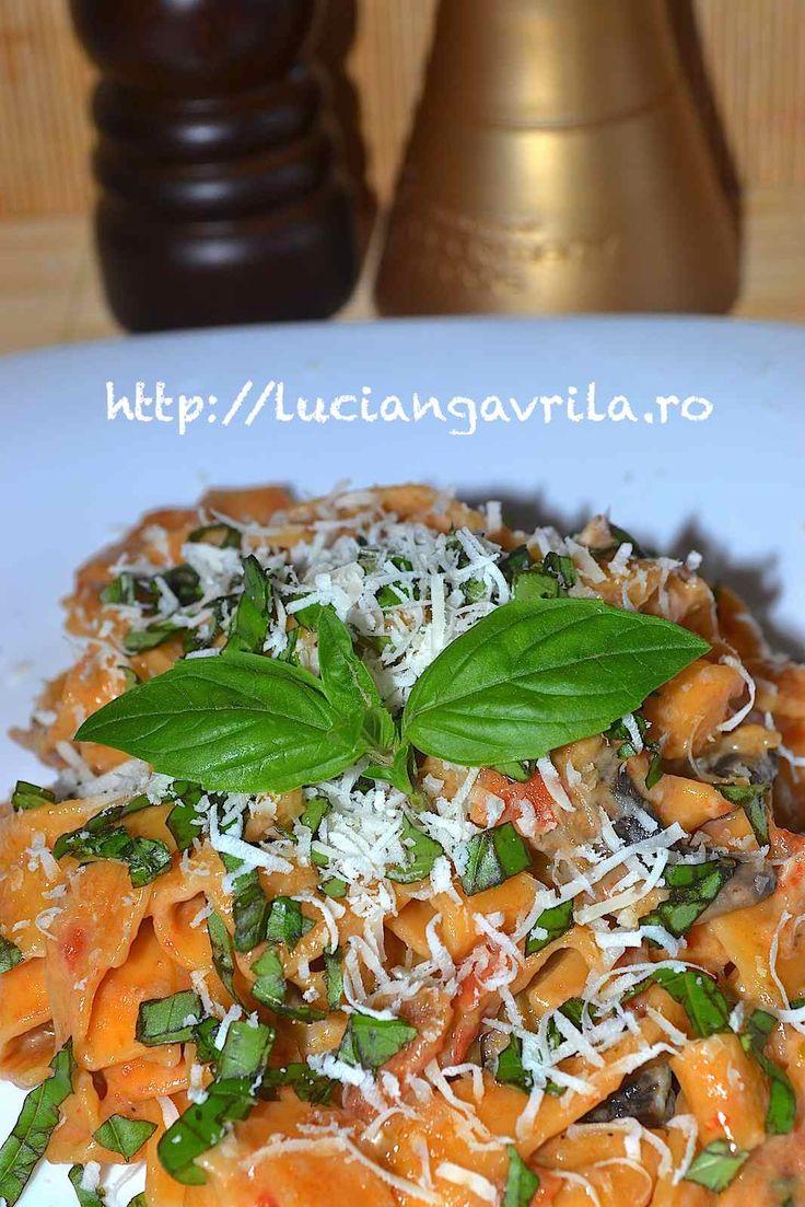 #Pasta quattro formaggi, funghi, pomodoro, basilico
