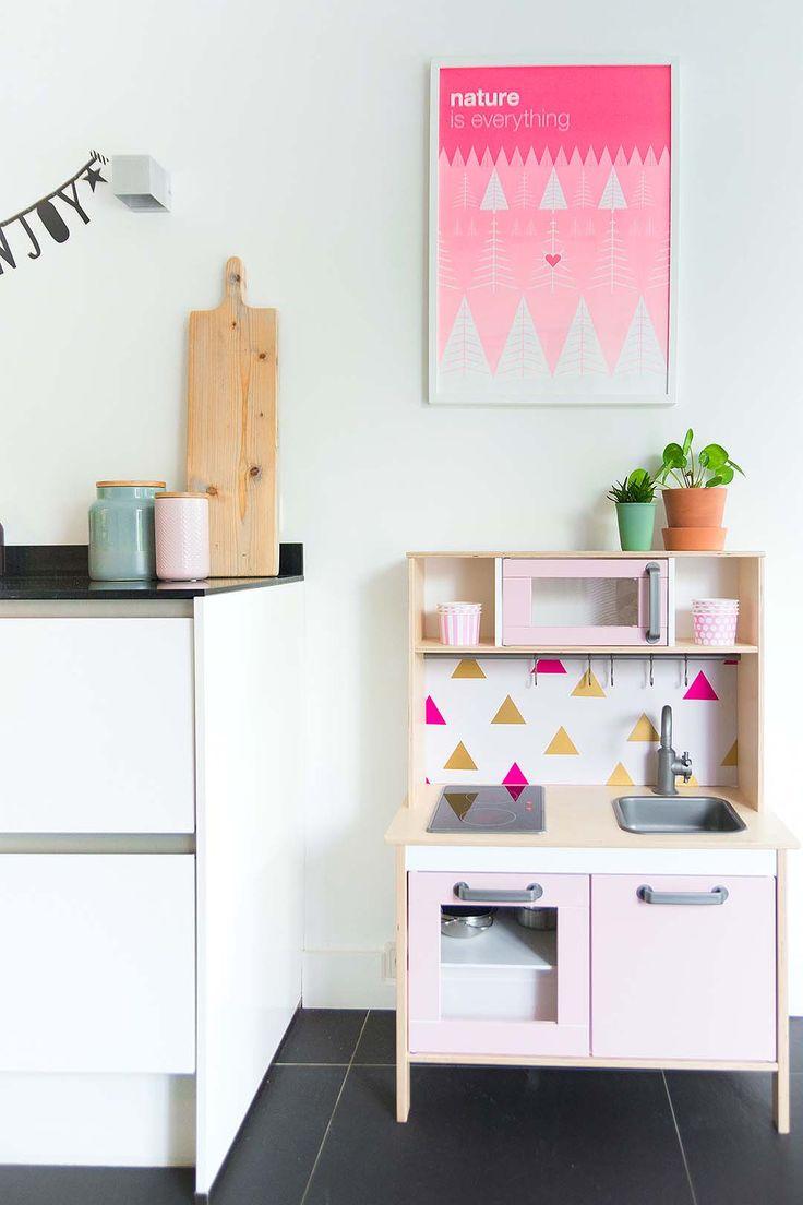 IKEA Duktig kitchen for children. Easy to customize. Painting 'Nature is everything' from Zilverblauw IKEA Duktig keukentje pimpen http://www.bringinghappiness.nl/ikea-duktig-keukentje-pimpen/ #speelgoed #zelfmaken