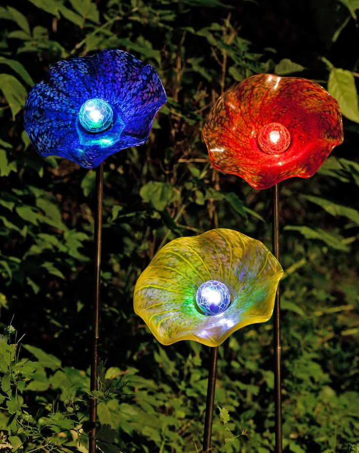 Solar Yard Art: Moonflower Stake | Gardeners.com