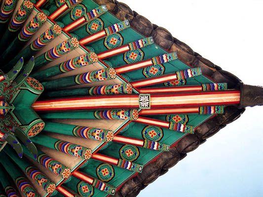 daniel8056:    ' DANCHEONG '  Korean Traditional Decorative Coloring on Wooden Buildings