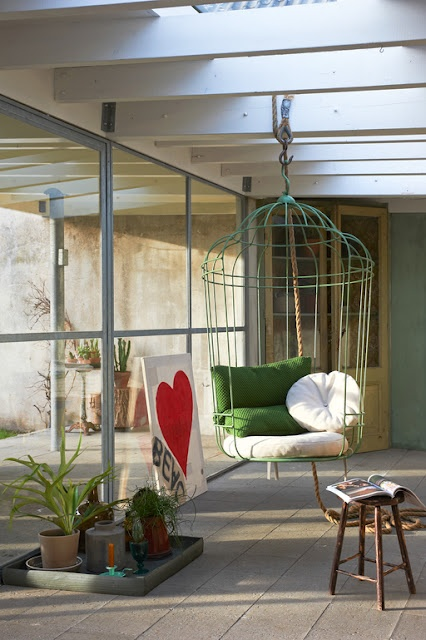i love the hanging chair :)