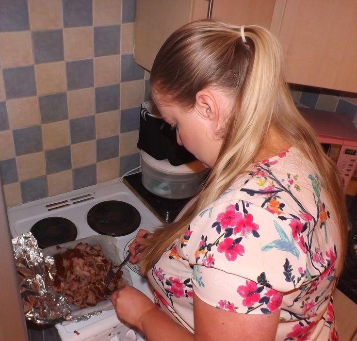 Sparkles & Stretchmarks: A UK Parenting & Pregnancy Blog: Slimming World Friendly Slow-Cooked BBQ Pulled Pork