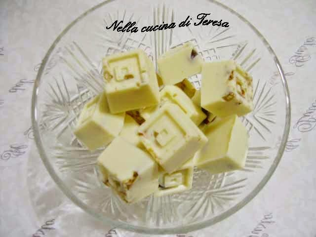 Cioccolatini alla Frutta Secca sono ancora un'idea regalo per il Natale che è alle porte.o semplicemente una dolcezza da concedere a noi stessi. Sono super facilissimi........