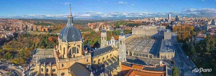 Catedrala Almudena. Madrid, Spania. Catolicism