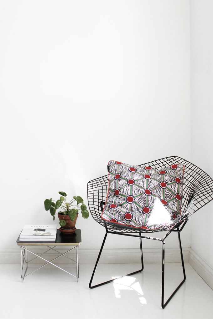 Diamond Chair, Harry Bertoia, Knoll International. LTR Occasional Table, Eames, Vitra/Herman Miller. Pillow by Wrong For HAY.