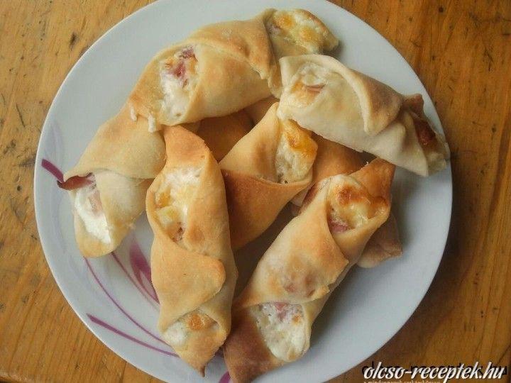 Sajtos-sonkás-tejfölös papucs | Receptneked.hu (olcso-receptek.hu)